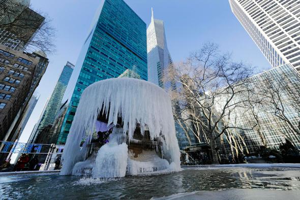גל הקור האחרון בניו יורק. טראמפ חושב שזו עדות להיעדר התחממות גלובלית, צילום: אי.פי