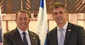 השר אלי כהן ושר המסחר הבריטי ליאם פוקס, צילום: חורחה נובומינסקי