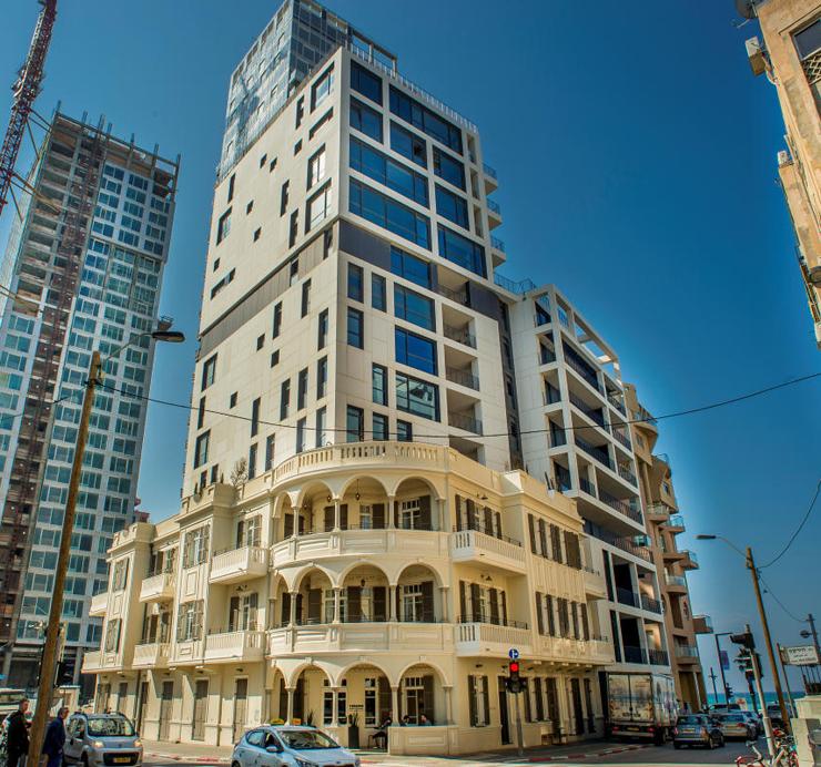 """רוטנברג המלונאי: מלון רנומה ומגדלי המגורים הצמודים. """"אף אחד לא רוצה לבנות מלון, זה לא רווחי"""""""