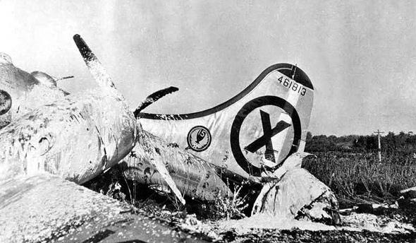 מטוס B29 שהושמד בנחיתת אונס, אותה ביצע לאחר שניזוק בקרב עם מיגים