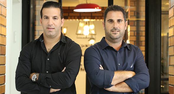 """יניב ארביב (מימין) ורועי ראובן. """"רצינו לעבוד מול אנשים, ולא מול המחשב"""""""