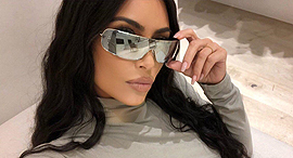 קים קרדשיאן ווסט עם משקפי קרולינה למקה, צילום: Kim Kardashian West