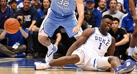 נעל הנייקי נקרעה וזיון וויליאמסון נפצע בברך, צילום: רויטרס
