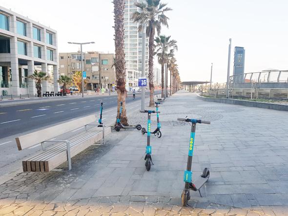 קורקינטים בטיילת תל אביב