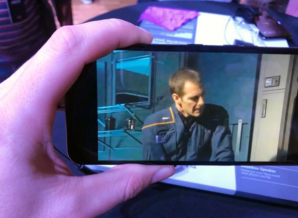 LG סמארטפונים G8 V50 8, צילום: עומר כביר