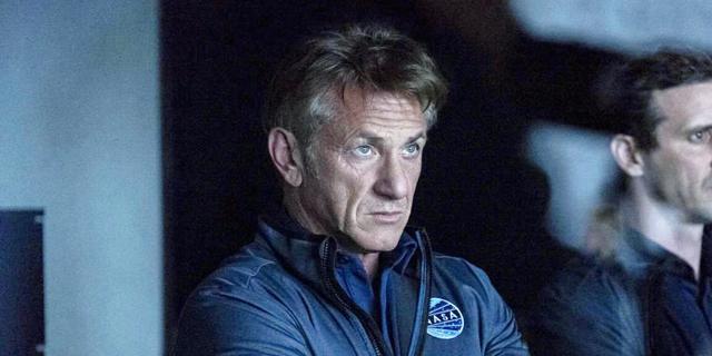 """למלא את החלל: שון פן חוזר בסדרת הדרמה """"המשימה הראשונה"""""""