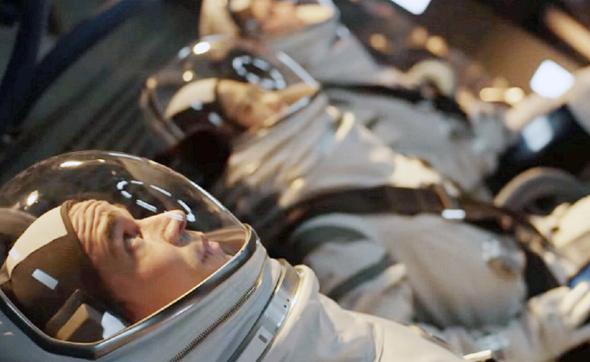 """""""המשימה הראשונה"""". פחות על המסע למאדים ויותר על שאלות קיומיות, צילום: Paul Schiraldi - © 2018 Hulu"""