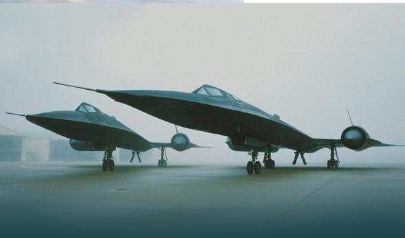 """מטוסי """"הציפור השחורה"""" על הקרקע"""