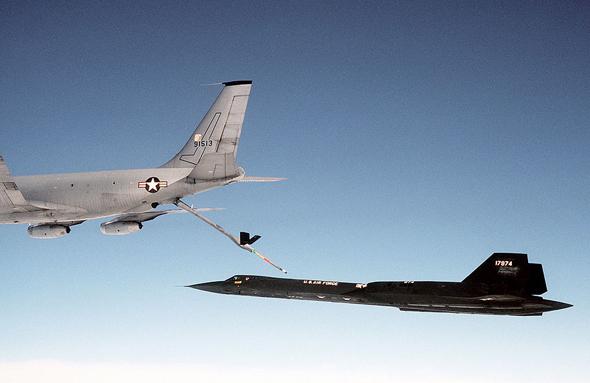 מטוס SR71 מתדלק באוויר