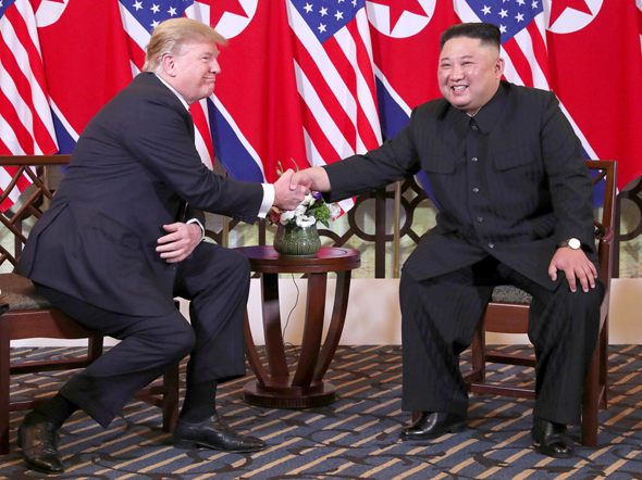מימין: קים ג'ונג און ודונלנד טראמפ בעבר. מערכת יחסים  מורכבת