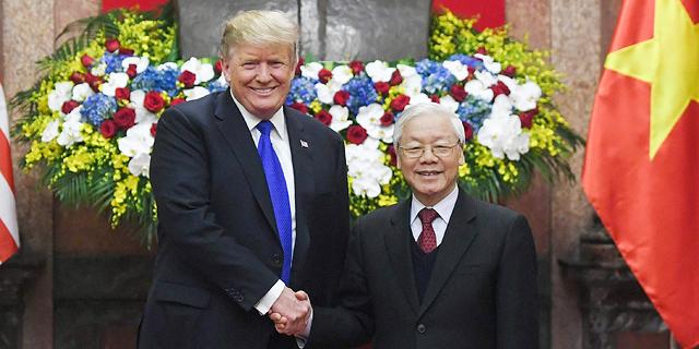 """נשיא וייטנאם וון פור טרונג ונשיא ארה""""ב דונלד טראמפ, צילום: איי אף פי"""