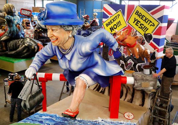 ברקזיט אנגליה קרנבל ב מינץ גרמניה דמות הנמלכה אליזבט , צילום: רויטרס