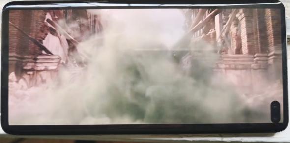 כיף לצפות בסרטים על המסך הזה