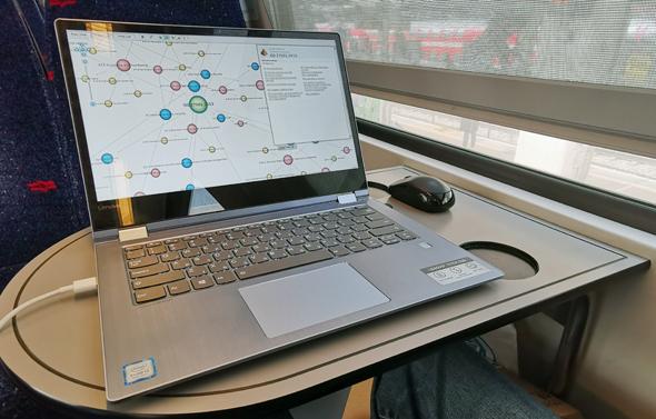 המחשב מתמודד גם עם תוכנות וקבצים כבדים יחסית, צילום: ניצן סדן