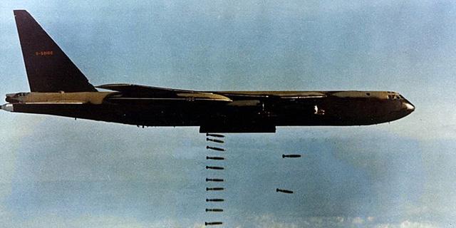 הפיתרון של יוטיוב לפדופיליה: הפצצה כושלת בסגנון מלחמת וייטנאם