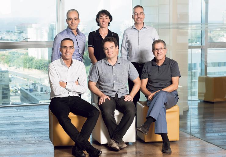 מייסדי 83North. עומדים מימין: גיל גורן, לורל באודן ורמי פיטל; יושבים מימין: ארז עופר, יורם שניר וארנון דינור