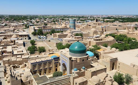 אוזבקיסטן. מנסה לעודד השקעות