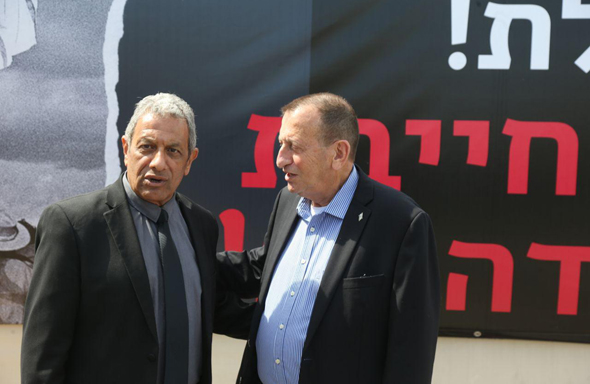 מסיבת עיתונאים נגד סגירת שדה דב. מימין: רון חולדאי ומאיר יצחק הלוי