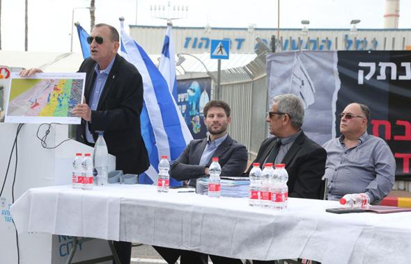 מסיבת העיתונאים בשדה דב. מימין: אבי בניהו, מאיר יצחק הלוי, בצלאל סמוטריץ' ורון חולדאי