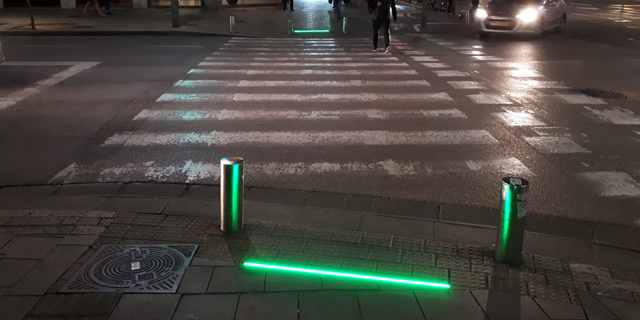 Tel Aviv Pilots Sidewalk Traffic Lights for Pedestrians Who Can't Get Their Eyes Off Their Phones