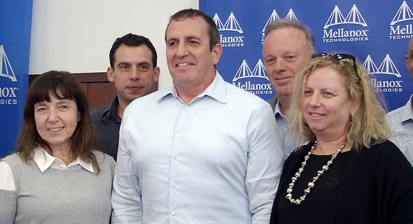 איל וולדמן (במרכז) אתמול במסיבת העיתונאים, צילום: דור מנואל
