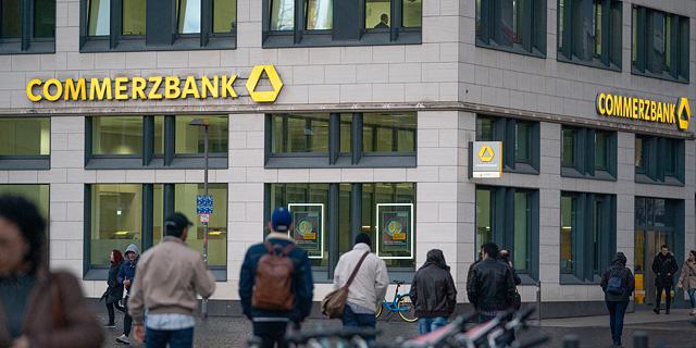 קומרצבנק: נסגור חמישית מהסניפים לאחר כישלון המיזוג עם דויטשה בנק