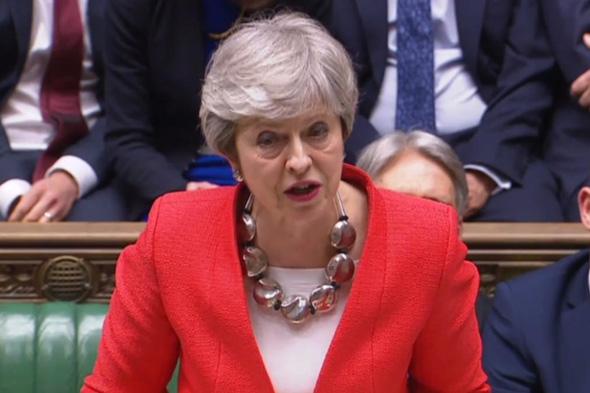 ראשת ממשלת בריטניה תרזה מיי בפרלמנט