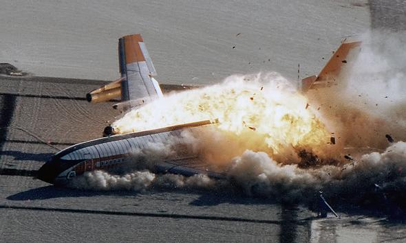 מטוס בואינג 707 שרוסק במסגרת ניסוי לפיתוח כלי בטיחות חדשים, צילום: NASA