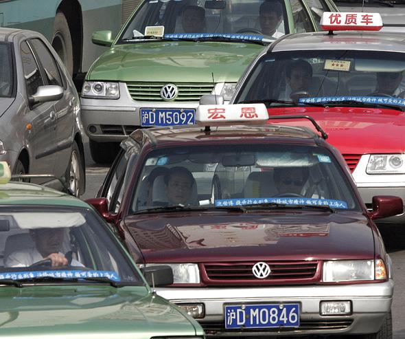 מניות פולקסווגן סנטנה ב שנחאי סין, צילום: בלומברג