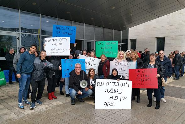 עובדי אסם מפגינים מול מטה החברה