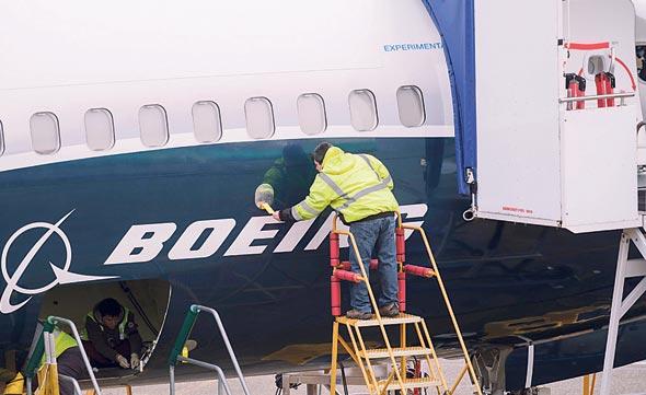 מטוס מבחן מדגם מקס 9 במפעל בואינג ברנטון, וושינגטון. חקירה פלילית