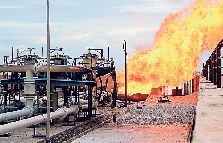 """פיצוץ בצינור הנפט ממצרים לישראל, 2011. """"למרות שזה הסכם בין מדינות, תגובת ממשלת ישראל היתה: זה סכסוך מסחרי"""", צילום: אי פי איי"""