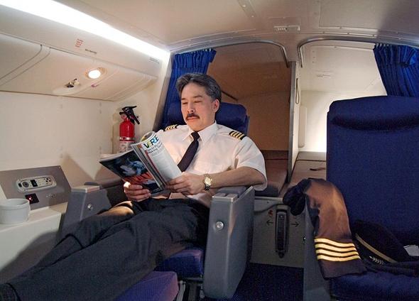 תא מנוחה במטוס בואינג 777, שממוקם מעל לתא הנוסעים