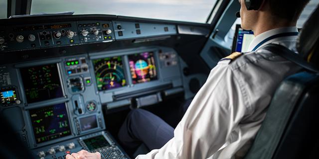 טייס מטוס נוסעים הקברניט סודות הטיסה, צילום: שאטרסטוק