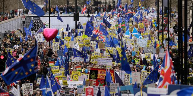 הפגנת ענק בלונדון: לקיים משאל עם חדש על הברקזיט