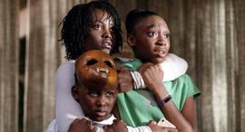 """""""אנחנו"""", משפחה שמותקפת בידי כפילים שלה , צילום: Universal Pictures International Switzerland"""