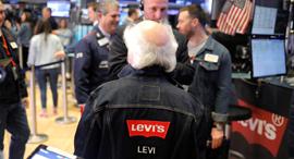 סוחר בבורסת ניו יורק עם ג'ינס ליוויס, צילום: רויטרס