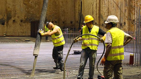 """פועלים באתר בנייה. """"כישלון אמיתי, ולא פאשלה נסיבתית"""" , צילום: אוראל כהן"""