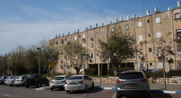 בניין המיועד לפינוי-בינוי. פוטנציאל לעשרות אלפי דירות באזורי הביקוש