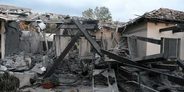 הבית שנפגע השבוע במושב משמרת. ועדות הערר דנות כיום בתיקים מ-2008, צילום: יאיר שגיא