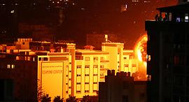 """הפצצות צה""""ל לאחר תקיפת חמאס מרצועת עזה 25.3.18, צילום: רויטרס"""