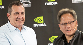 Mellanox CEO Eyal Waldman (left) and Nvidia CEO Jensen Huang. Photo:  Gil Nehushtan