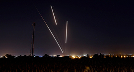 שיגור כיפת ברזל נגד טילי קאסם ששוגרו מ רצועת עזה 25.3.18, צילום: רויטרס