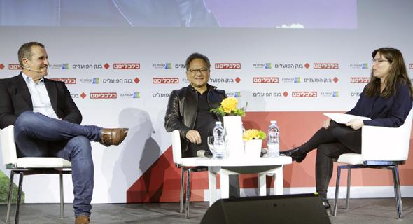 """מנכ""""ל אנבידיה ג'נסן הואנג ומנכ""""ל מלאנוקס איל וולדמן, בשיחה באירוע עם כתבת כלכליסט הגר רבט"""