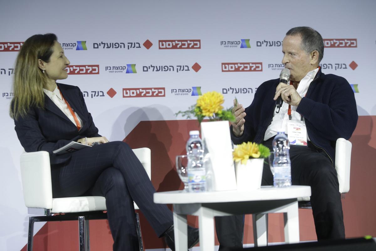 """ועידת התעשייה של ישראל מאיר שמיר מנכ""""ל מבטח שמיר אחזקות בשיחה עם גלית חמי , צילום: עמית שעל"""