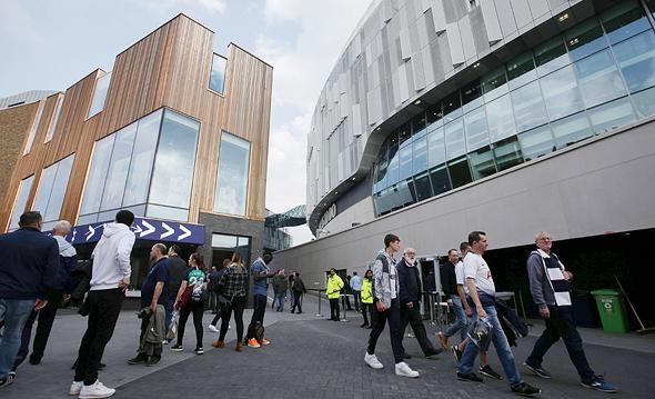 האצטדיון החדש של טוטנהאם. האוהדים חיכו