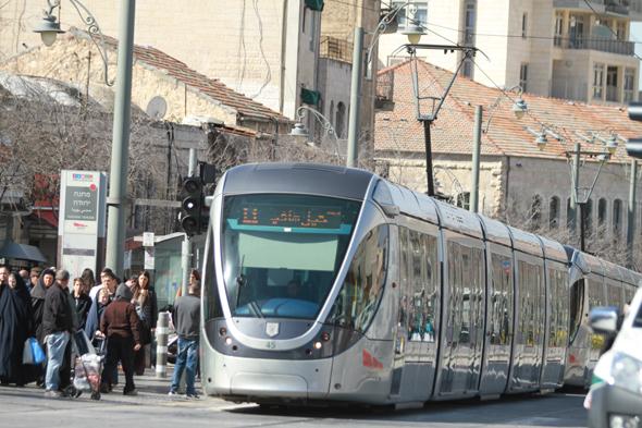 הרכבת הקלה ברחוב יפו. הפרויקט תואם את מדיניות העירייה