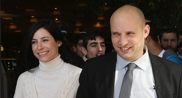 נפתלי בנט ואשתו גילת בנט, צילום: אלכס קולומויסקי