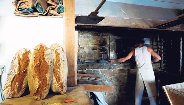 מאפייה מסורתית בקוקורון. בכפר פועל גם יקב שיתופי שמחבר בין יצרנים זעירים שמפיקים יינות גדולים, צילום: אלישה בן עמי