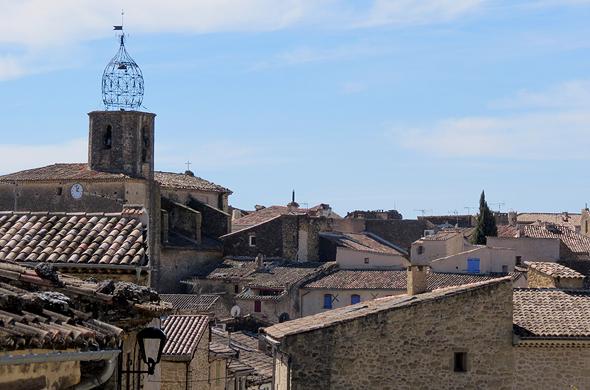 גגות הכפר לוריס וצריח הכנסייה, צילום: אלישה בן עמי